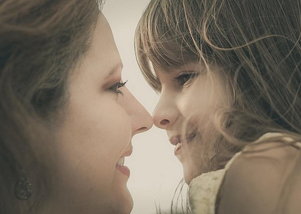 Mujeres dandose besos de lengua - 2 part 2