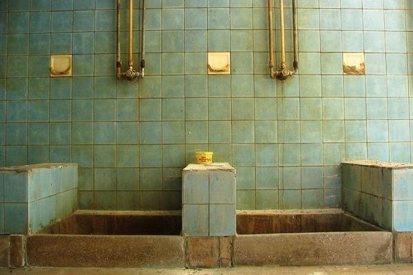 Hoe vaak douch jij beautyblog proud2bme - Ouderwetse badkamer ...
